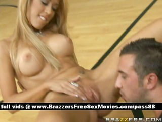 dilettante stripped blonde babe on the basketball