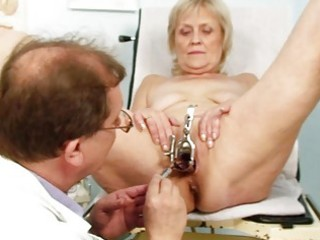 indecent blonde granny gets her slit gaped at