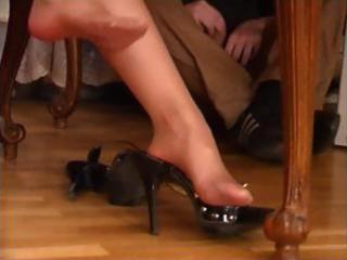Brunette milf in pantyhose gets her feet