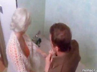 mamma son bathroom dream