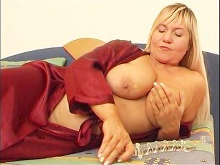 chubby mommy masturbates with sextoy