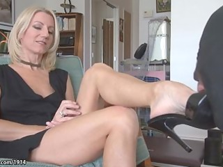 Hot MILF Mature feet worship