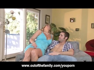 daughter watches her mommy receive gazoo fucked