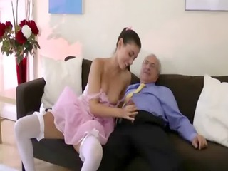 british lady films hubby getting sucked by beauty