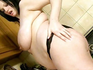 breasty preggo wife
