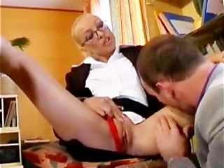 french d like to fuck receives an office fucking