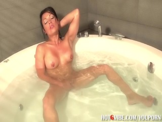 latin babe d like to fuck squirts in bathtub