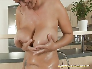 mom with bizarre large naturals