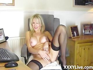 hot blonde d like to fuck resolves to masturbate
