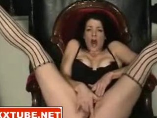 brunette mother i squirts cum-hole juice