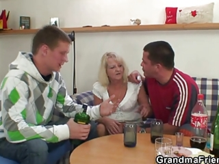 partying boyz screw blond granny
