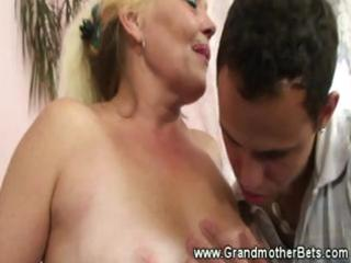 hawt granny loves sucking younger dong